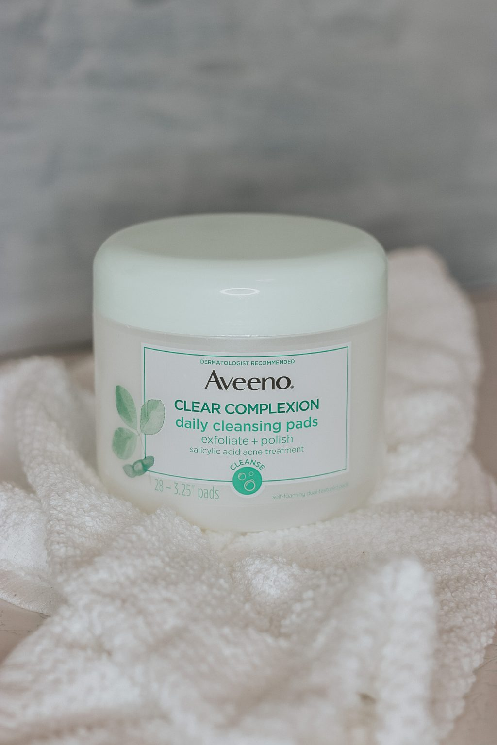 Aveeno Clear Complexion Daily Cleansing Pads exfoliate 4420 1024x1536 - HOME