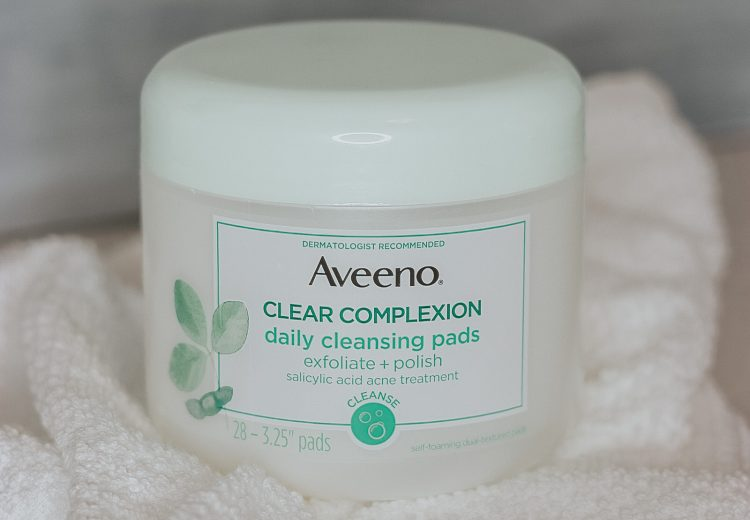 Aveeno Clear Complexion Daily Cleansing Pads exfoliate